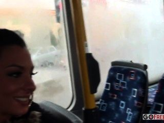 ليندسي اولسن الحمار مارس الجنس على حافلة للنقل العام