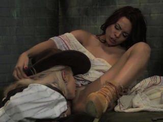 يحصل نجمة لونا كس الكوبي يمسح بها كبيرة titty شريف مثليه!