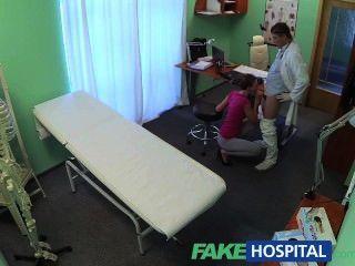 fakehospital هوتي الشعر القصير لا يوجد لديه التأمين ولكن كس ضيق جدا