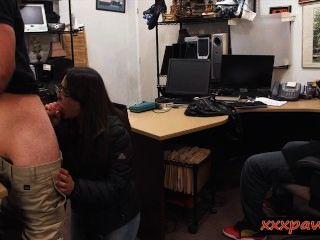 الفتيات الزوجين في محاولة لسرقة والحصول على مارس الجنس