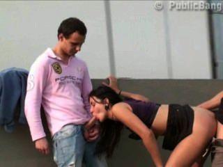 فتاة كبيرة الثدي في سن المراهقة في العربدة في الشوارع العامة مع 2 الرجال مع ديكس كبيرة