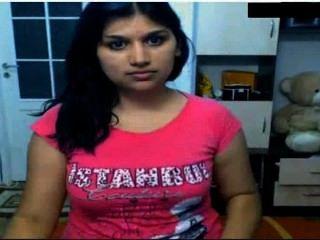 فتاة الساخنة الهندي عارية أمام كاميرا possing لها الثدي والإشارة بالإصبع في كس