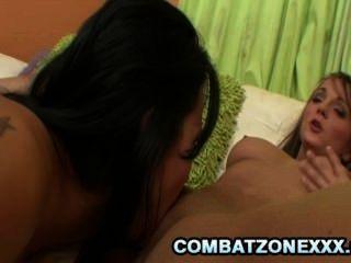 تشارلي لين قرنية الجمال في سن المراهقة ممارسة الجنس مثليه مع جبهة مورو امرأة سمراء