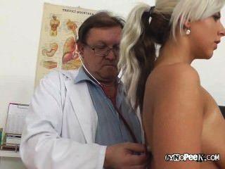 تدابير الطبيب القديمة nathalys كبير الثدي