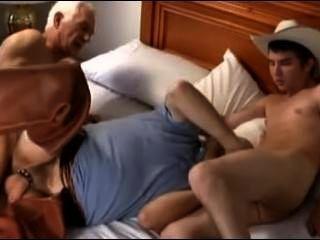 رعاة البقر السن وصديق يمارس الجنس مع صبي