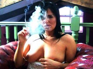 ميشيل يدخن حزب العمال 2