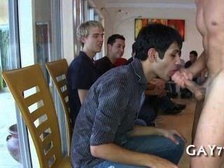 حزب الأولاد مارس الجنس من قبل ديك