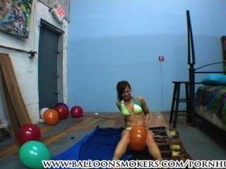 في سن المراهقة في بيكيني للملوثات العضوية الثابتة البالونات