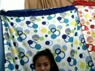 فتاة فلبينيه 21 تبين لها الثدي لطيفة على كام