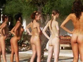 ست فتيات عاريات على حمام السباحة من بولندا