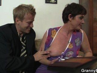 الجنس الساخن مع الجدة سلوتي