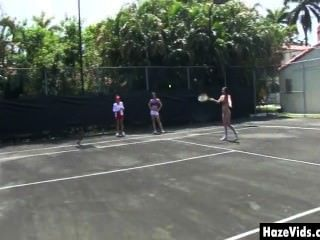 كلية البنات تجريده من ملابسه على ملعب تنس