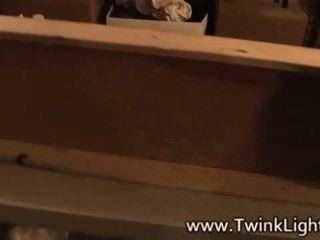 twinks تغوي الرجال وراء الكواليس قبل اطلاق النار