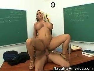 مدرس يمارس الجنس مع هالستون هولي