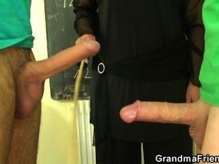 اثنين من الأزرار يمارس الجنس مع المعلم جدة