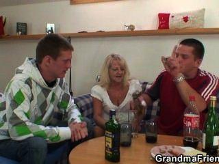 الحفلات الرجال الجنيه الجدة من طرفي