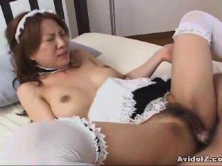 فاتنة اليابانية مارس الجنس يرتدي زي خادمة غير خاضعة للرقابة