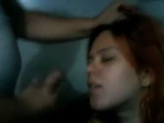 زوجة احمر الشعر جين يحصل على الوجه من رجلها