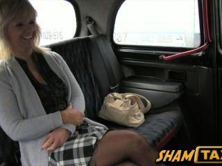 جبهة مورو شقراء يذهب لركوب سيارة أجرة لكنها تدفع مع فمها وجمل!