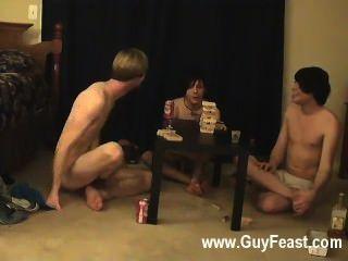 أثر مثلي الجنس الساخن ويليام يحصل بالاشتراك مع حليف جديد من أوستن