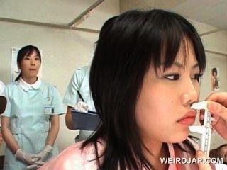 الآسيوية المريض لطيف يحصل كس فحص في أمراض النساء