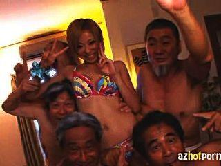 خادمة اليابانية استغل من قبل كبار السن من الرجال القذرة
