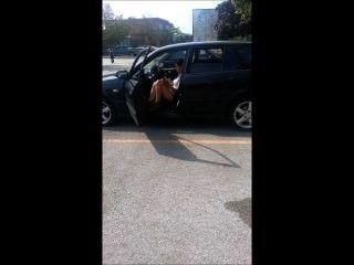التدخين في السيارة فتاة