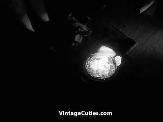 مفلس فتاة شعر رقصات عارية في الظلام