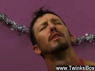 مثلي الجنس الفيديو داني بروكس اليائس ليحصل على مكافأة عيد الميلاد، حتى لو
