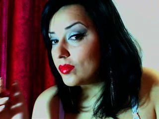 امرأة سمراء الساخنة 120 مع يتدلى