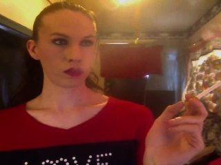 السيجارة تتدلى الجبهة