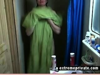 كاميرا خفية بلدي الاستحمام أمي 44 عاما