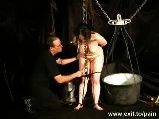 إبرة غريبة العقاب slavegirl nimue
