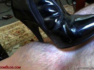 رايلي باللون الأسود عبادة الأحذية كس والحمار الأكل