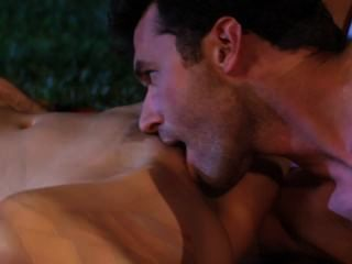 LEXI يتسلل خارج لممارسة الجنس في حديقة