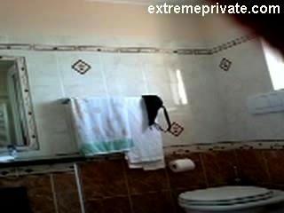 كاميرا خفية أمي عارية في الحمام لدينا