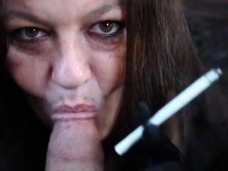 واحد من واحدة من النساء الأكثر التدخين المثيرة على الأرض