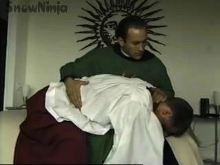 TJ كامينغز مذبح الرجل والكاهن لعب الأدوار والضرب