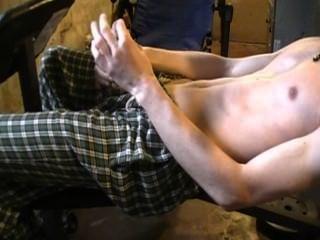 رجل حلق استمناء بعد العمل بها.