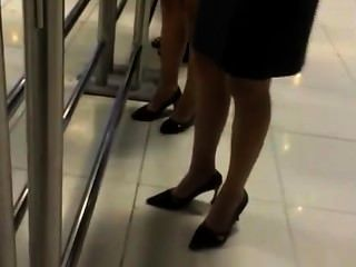اثنين من السيدات صريحة غمس في النايلون