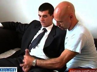 ممثل مبيعات STR8 يحصل امتص من قبل الرجل على الرغم من له!
