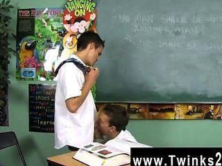 كليب مثلي الجنس من revees دستين وصفحة ليو واثنان من تلاميذ المدارس عالقة في