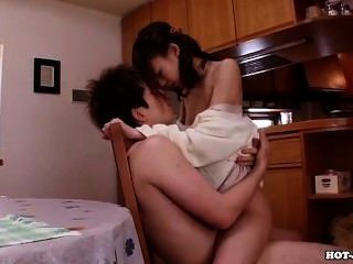 الفتيات اليابانية سبى زوجة الساخنة في room.avi السرير