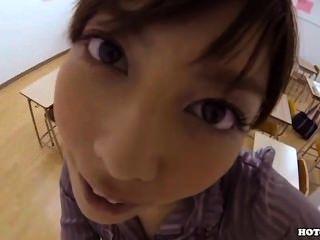 الفتيات اليابانية تغري راعية البقر فتنت في room.avi السرير