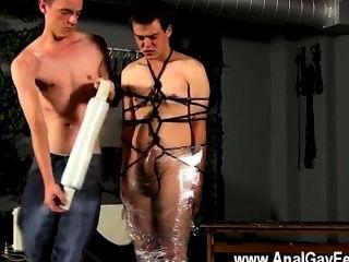 twinks مثلي الجنس كريستيان يتأرجح تقريبا، ملفوفة في حبل ومكبلا