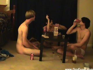 فيلم مثلي الجنس هذا هو شريط فيديو مطول لأنواع المتلصص منكم الذين يحبون فكرة